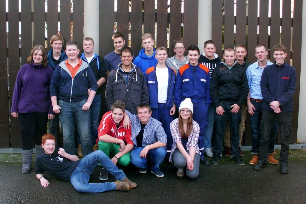 Mitglieder verschiedener Jugendgruppen der Jugendfeuerwehr Bonn beim Gründungstreffen des Jugendforums 2012